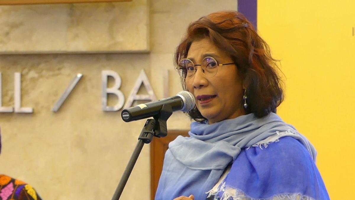 Membaca Bersama Menteri Susi Pudjiastuti & Dr. H. Wiranto, S.H (IIBF 2017)