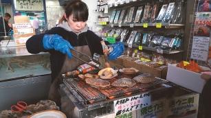 Hori Market.00_01_38_24.Still007