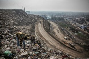delhi-most-polluted-city-trash-mountain